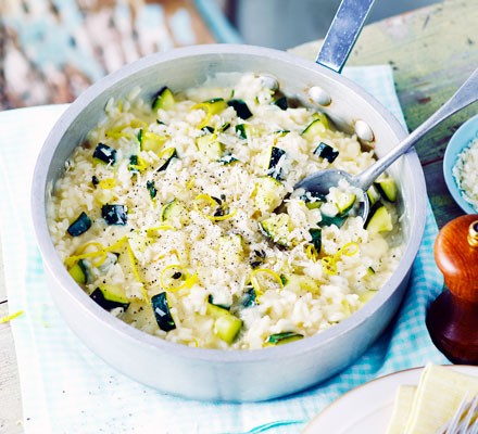 Comfort In 1 Bowl: One pot Dinners that would put even your FAV multi cuisine restaurants to shame. Courgette Lemon Risotto with sour cream
