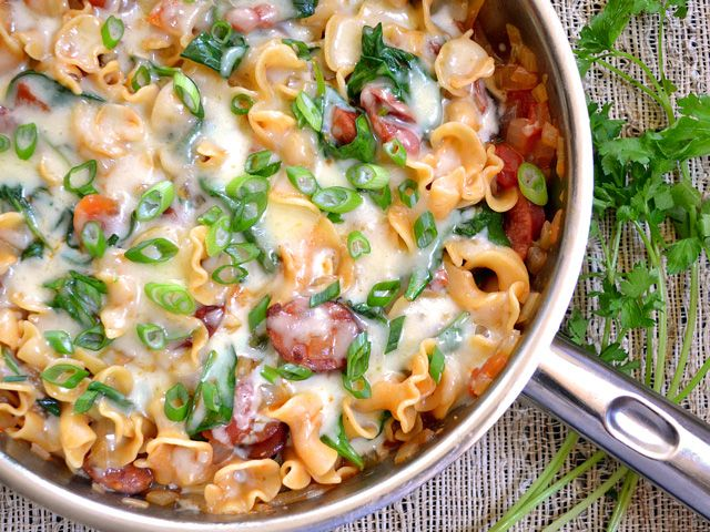 Comfort In 1 Bowl: One pot Dinners that would put even your FAV multi cuisine restaurants to shame. Creamy Spinach and Sausage Pasta